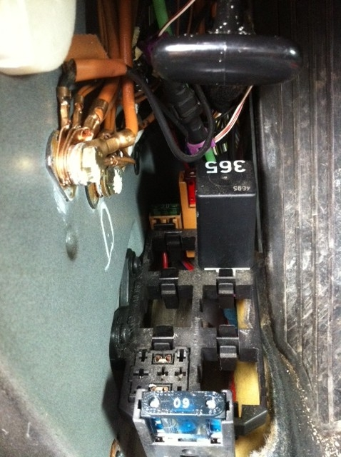 Auxiliaryrelaypanel Photo likewise Remove Fuse also Audi A additionally Audi A L V Ffuse Engine Part in addition Maxresdefault. on 2003 audi a6 relay location