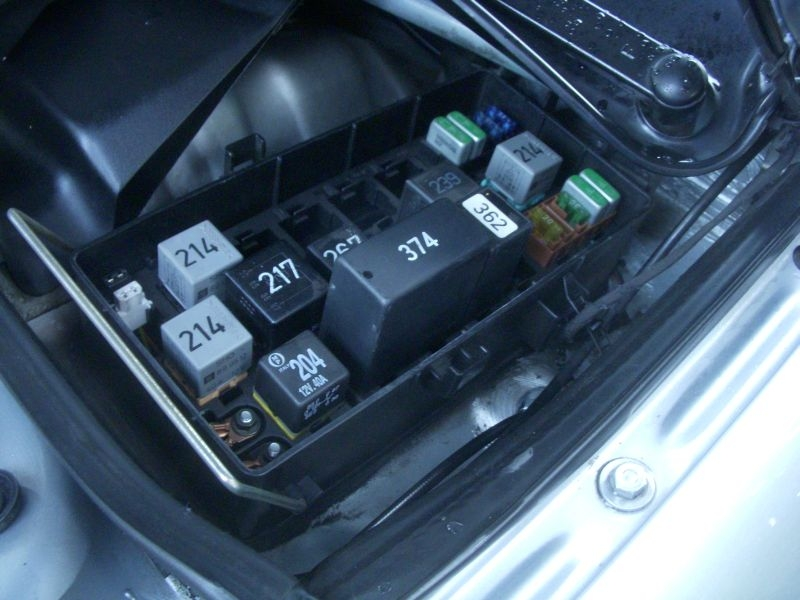 USUrS6AuxiliaryRelayPanel1 quattroworld com forums under the hood auxiliary relay panel 1 audi tt mk1 fuse box location at mifinder.co